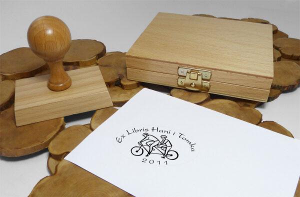 Ex libris rowerzyscie na stemplu drewnianym