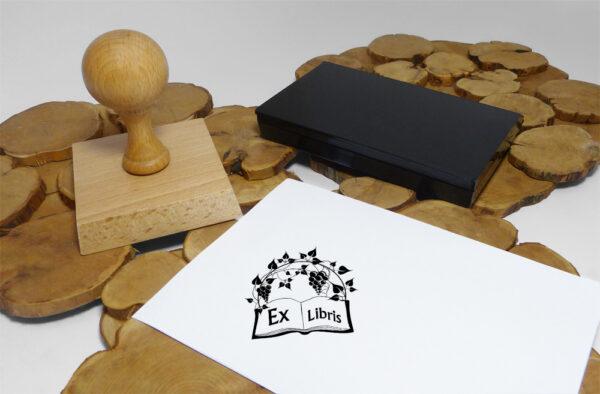 stempel ex libris z motywem winorośli i poduszka plastkowa na tusz