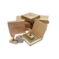 Zestaw stempli z poduszkami drewnianymi